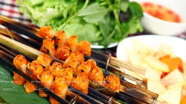 'Cha tom' (grilled shrimp rolls): A delicious dish of Thanh Hoa Province