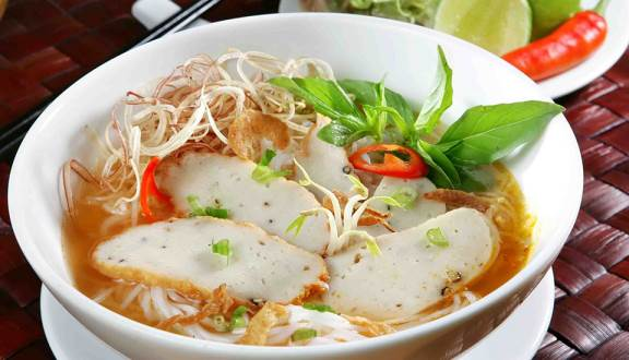 Besides beautiful beaches, Fish cake noodle in Phan Thiet makes any tasters memorable