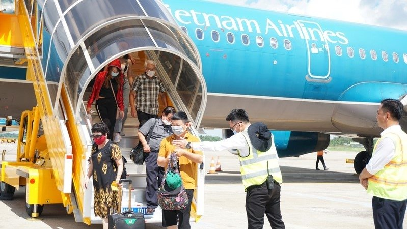 Vietnam Airlines launch new domestic air routes